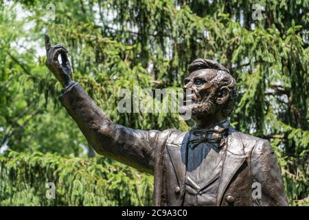 Valley Forge, PA - 3. Juli 2020: Detail des Präsidenten Lincoln liefert die Gettysburg Adresse Statue von Stan Watts an der Freedoms Foundation bei