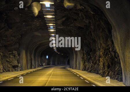 Der längste Tunnel der Welt - der Lærdal Tunnel (norwegisch: Lærdalstunnelen) ist ein 24.51 Kilometer langer Straßentunnel 15.23, der die Gemeinde verbindet - Stockfoto