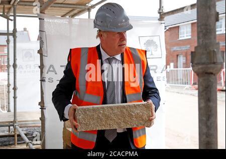 Premierminister Boris Johnson bei einem Besuch auf einer Baustelle in Cheshire.