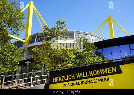 Dortmund, 7. August 2020: Eingang unter dem Signal Iduna Park (* Westfalenstadion *) des BVB Borussia Dortmund Bundesliga-Fußballvereins --- Dortmund, 7.8.2020: Einfahrt unter dem Signal Iduna Park (*Westfalenstadion*) des Bundesligavereins BVB Dortmund