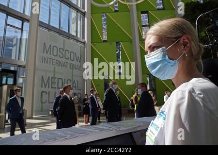 Moskau, Russland. August 2020. Mitarbeiter der Moskauer Niederlassung des israelischen Hadassah Medical Center am Moskauer International Medical Cluster im Skolkovo Innovation Center. Kredit: Mikhail Tereschtschenko/TASS/Alamy Live Nachrichten - Stockfoto