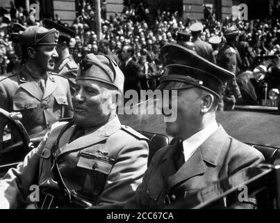 Adolf Hitler und Benito Mussolini in München, ca. 1944 - Stockfoto