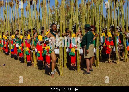 Umhlanga, oder Reed Dance, eine jährliche Zeremonie in Eswatini, ex-Swasiland. Tausende von unverheirateten und jungfräulichen swazi-Mädchen tanzen für die königliche Familie
