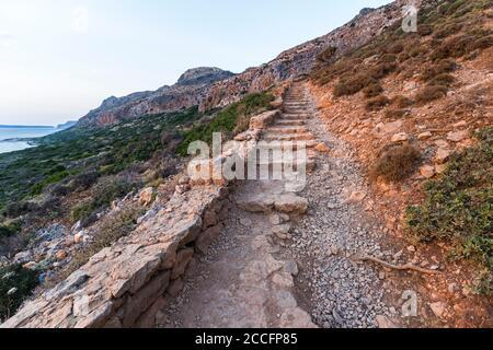 Wanderweg bis zum Sonnenuntergang in Balos Lagune, Nordwest Kreta, Griechenland