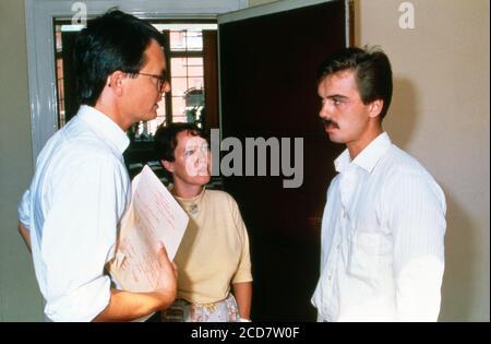 Bildreportage: Prozess Linn Westedt, Absprachen vor dem Gerichtssaal in Hamburg, Deutschland 1990.