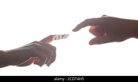 Mann#39;s und Frau#39;s Hände, Finger, die einander erreichen. Liebe, Verbindung, Hilfe Konzepte.