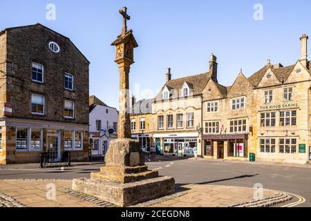 Das Kreuz auf dem Platz in der Marktstadt Stow am Wold in Gloucestershire, Großbritannien