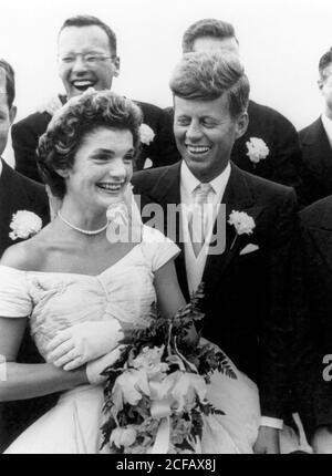 Die Hochzeit von Senator John F. Kennedy mit Jacqueline Bouvier in Newport, RI am 12. September 1953 - Stockfoto