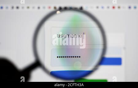 Blick durch eine Lupe auf Anmeldeseite Bildschirm mit Benutzername und Passwort Box im Internet-Browser. - Stockfoto