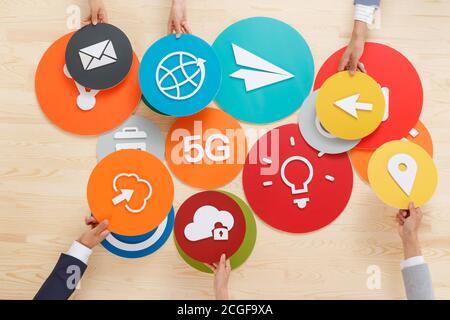 Menschen von verschiedenen professionellen Hand Symbol - Stockfoto