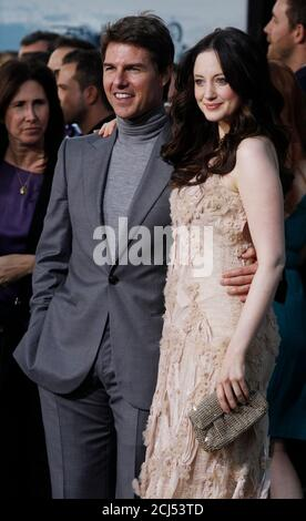 Tom Cruise Und Andrea Riseborough An Der Oblivion Los Angeles Premiere Am Dolby Theater Am 10 April 2013 Stockfotografie Alamy