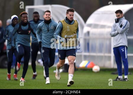 Fußball - Europa League - Chelsea Training - Cobham Training Center, Stoke D'Abernon, Cobham, Großbritannien - 12. Dezember 2018 Chelsea Cesar Azpilicueta und Teamkollegen während des Trainings Action Images via Reuters/Adam holt