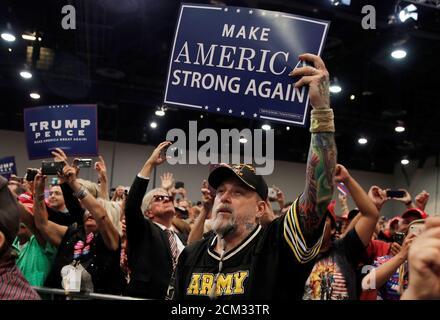 Anhänger von US-Präsident Donald Trump jubeln bei einer Kundgebung in Las Vegas, Nevada, 20. September 2018. Bild aufgenommen am 20. September 2018. REUTERS/Mike Segar - Stockfoto