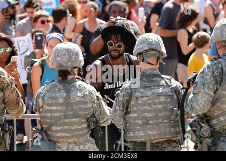 Demonstranten besuchen einen Marsch für die Polizei Aufnahmen von Keith Scott, in Charlotte, North Carolina, USA, 24. September 2016 zu protestieren. REUTERS/Jason Miczek TPX Bilder des Tages - Stockfoto