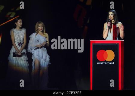 Dua Lipa nimmt ihre Auszeichnung als beste britische Künstlerin bei den Brit Awards in der O2 Arena in London, Großbritannien, 21. Februar 2018 entgegen. REUTERS/Hannah McKay