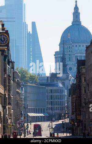 England, London, City of London, Fleet Street, Ludgate Hill und St. Paul's Cathedral
