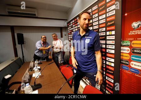 Fußball - WM-Qualifikation 2018 - Europa - England Pressekonferenz - Ta' Qali, Malta - 31. August 2017 England-Manager Gareth Southgate verlässt die Pressekonferenz Action Images via Reuters/Carl Recine