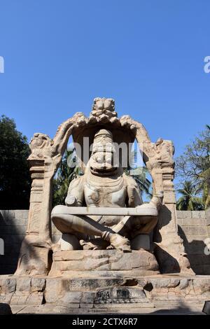 Lakshmi Narasimha Tempel oder Statue von Ugra Narasimha, Hampi. Die Besonderheit der Skulptur ist, dass sie die größte Monolith-Statue in Hampi ist.