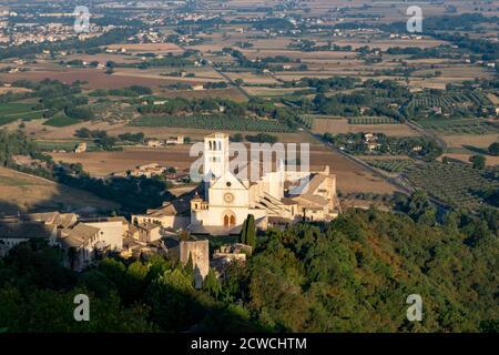 Panoramablick auf Assisi, in der Provinz Perugia, in der Region Umbrien in Italien - Stockfoto