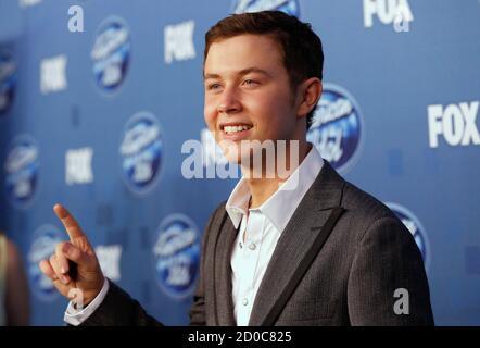 """Scotty McCreery, Gewinner der 10. Staffel von """"American Idol"""" posiert hinter den Kulissen 25. Mai 2011 in Los Angeles.   REUTERS/Mario Anzuoni (Vereinigte Staaten - Tags: ENTERTAINMENT)"""