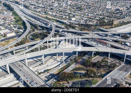 Century Harbor Freeway Kreuzung Kreuzung Highway Los Angeles Straßen Verkehr Amerika Stadt Luftaufnahme Foto von oben
