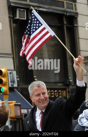 NEW YORK, NY - NOVEMBER 11: New York City Bürgermeister Bill de Blasio besucht die 'Shelter' New York Premiere im Whitney Museum of American Art am 11. November 2015 in New York City Menschen: New York City Bürgermeister Bill de Blasio Kredit: Hoo-Me / MediaPunch Stockfoto