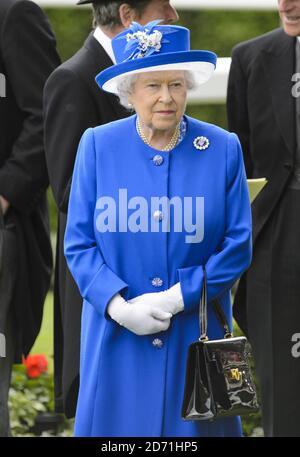 Queen Elizabeth II während des zweiten Tages des Royal Ascot Meetings 2015 auf der Ascot Racecourse, Berkshire