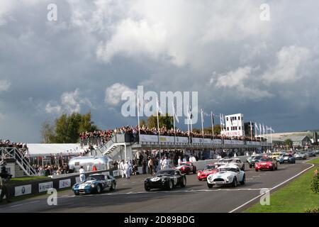 RAC TT Feier Rennen starten um 2011 Goodwood Revival