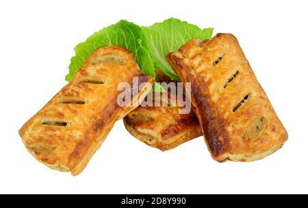 Blätterteig Schweinefleisch Wurstbrötchen isoliert auf einem weißen Hintergrund
