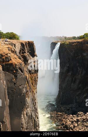 Basalt Canyon 100 m tief am Ausgang der Victoria Falls im August 2019, 1/4 bis 1/3 Wasser fehlt, Trockenzeit, Nord-Simbabwe - Stockfoto