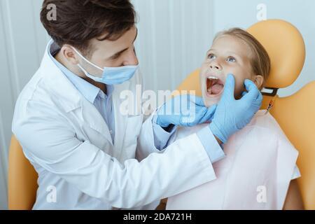Karies oder perfekte Zähne, Zahnpflege und Zahnschmerzen