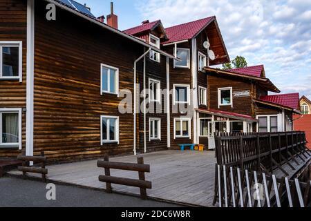 Kleines Hotel im Skigebiet von Sheregesh, Gornaya Shoria, Kemerowo Region-Kuzbass