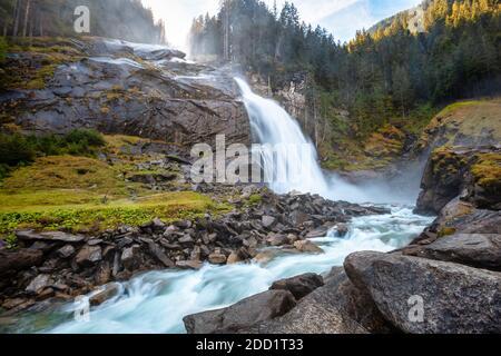 Die Krimmler Wasserfälle in Krimml, Österreich, sind die höchsten in Europa.