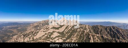 Panorama-Luftaufnahme des Sant Jeroni Montserrat Peak in der Nähe von Barcelona