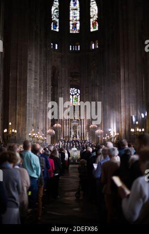Eine allgemeine Ansicht zeigt die Teilnahme an der Messe zu Ehren der Kathedrale Notre-Dame de Paris in der Kirche Saint Eustache in Paris am Ostersonntag, am 21. April 2019. Ein riesiges Feuer fegte am 15. April 2019 durch das Dach der berühmten Kathedrale Notre-Dame im Zentrum von Paris und sendete Flammen und riesige Wolken aus grauem Rauch in den Himmel. Die Flammen und der Rauch brannte vom Turm und dem Dach der gotischen Kathedrale, die jährlich von Millionen von Menschen besucht wurde. Foto von Raphael Lafargue/ABACAPRESS.COM