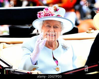 Königin Elizabeth II. Während des zweiten Tages von Royal Ascot Ascot Rennbahn