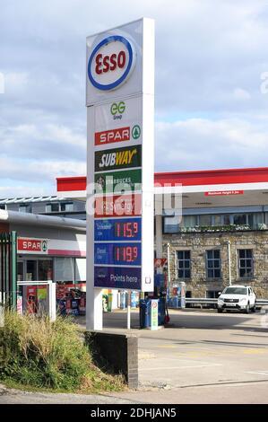 GV von ESSO SPAR Euro Garagen auf Brandlesholme Road, Bury, Donnerstag, 1. Oktober 2020. Supermarktkette Asda wird an zwei Brüder von Blackburn in einem Deal im Wert von £6,8 Mrd. verkauft werden. Die neuen Eigentümer Mohsin und Zuber Issa, die von der Investmentfirma TDR Capital unterstützt wurden, gründeten 2001 ihr Euro-Garagengeschäft mit einer einzigen Tankstelle in Bury, die sie für £150,000 kauften. Das Unternehmen hat mittlerweile Standorte in Europa, den USA und Australien und einen Jahresumsatz von rund 18 Mrd. £.