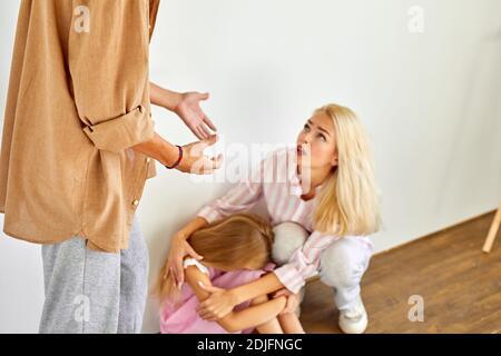 Papa Missbrauch Teenager-Tochter