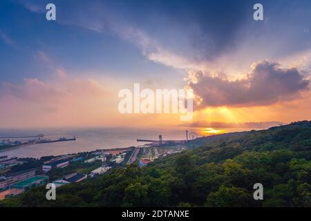 Hohen Winkel Blick auf Meer gegen Himmel bei Sonnenuntergang