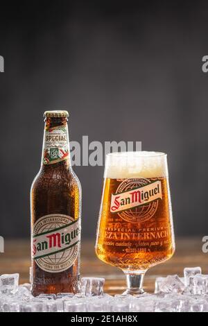 San Miguel Beer bezieht sich auf San Miguel Pale Pilsen, ein philippinisches Pale Lager. Großbritannien, Bedford, Januar 4,2021