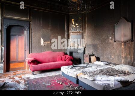 Schlafzimmer in einem verlassenen und verlassenen Haus