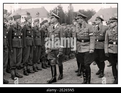 HIMMLER Propagandafoto des Reichsführers vom Schutzstaffel Heinrich Himmler und Artur Axmann Kopf der Hitlerjugend Inspektion Ausbildung Rekruten in 1943 Zweiten Weltkrieg Krieg Nazi Deutschland