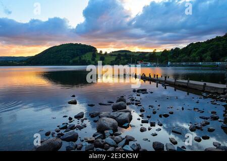 Sonnenuntergang über Ullswater im Lake District - Stockfoto