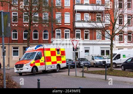 Ein Notar der Deutschen Roten Kreuz im Einsatz in der Kieler Innenstadt