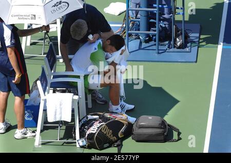 Serbiens Novak Djokovic in Aktion gegen Spaniens Tommy Robredo während des 2008 US Open Tennisturniers im USTA National Tennis Center in New York City, NY, USA am 2. September 2008. Foto von Corinne Dubreuil/Cameleon/ABACAPRESS.COM