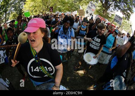 Trommler kick-off einen Marsch durch die Stadt, die Polizei schießen von Keith Scott, in Charlotte, North Carolina, USA, 24. September 2016 zu protestieren. REUTERS/Jason Miczek