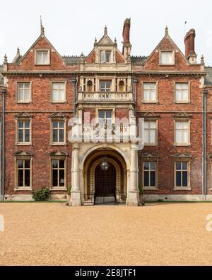UK, Norfolk, Sandringham Estate, 2019, April, 23: Eingang Ost Detail des Hauses, Sandringham House, Queen Elizabeth II's Country Residence i