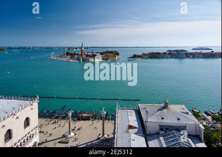 Luftaufnahmen vom Markusturm auf San Giorgio Maggiore und die Lagune von Venedig, Venetien, Italien