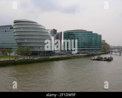 Eine allgemeine Ansicht des aktuellen Rathausgebäudes in der Nähe der Tower Bridge, am Südufer der Themse in Southwark. Der Bürgermeister von London Sadiq Khan hat angekündigt, dass die Büros des Rathauses vom aktuellen Standort in die Docklands im Osten Londons umziehen werden, wodurch in den nächsten fünf Jahren rund £55m Mietgebühren eingespart werden. Das von Lord Foster entworfene Rathaus aus Glas wurde 2002 fertiggestellt. (Foto von David Mbiyu / SOPA Images/Sipa USA)