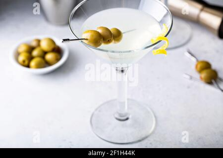Klassischer Martini mit Zitronenmelisse